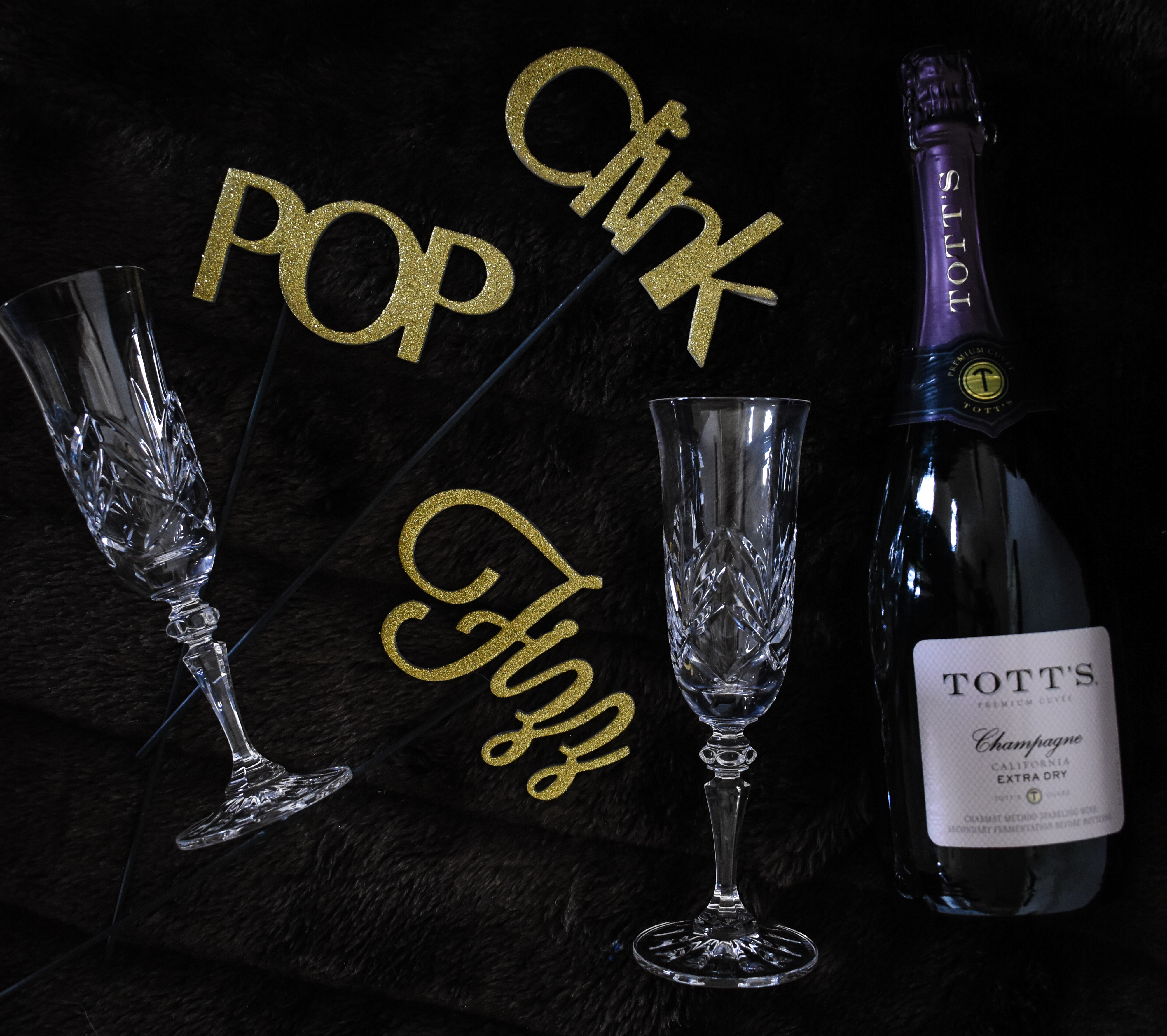 How to Create a Stylishly Low-Key New Years Eve | Cathedrals and Cafes Blog | Easy NYE Party Ideas | Champagne
