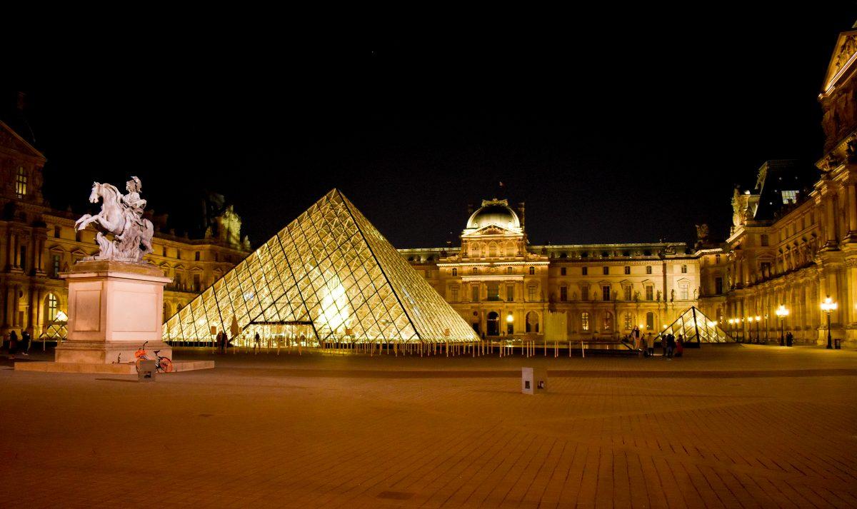louvre-museum-paris-night